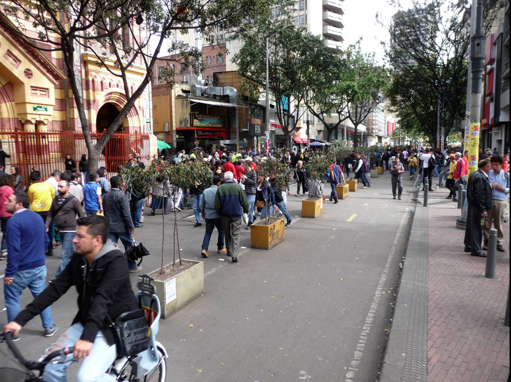 Car free street in Bogota. In the whole city no private cars were supposed to move, and in fact I saw none, until, as planned, after sunset. The air over the entire city was unusually fresh, the hiss and rumble of traffic gone except for the occasional taxi and bus. Many streets were blocked off entirely, even to the taxis and off limits to the busses. Bicycles swarmed and collected at street locations and plazas and stopped for free music, bands, jugglers and dancing.